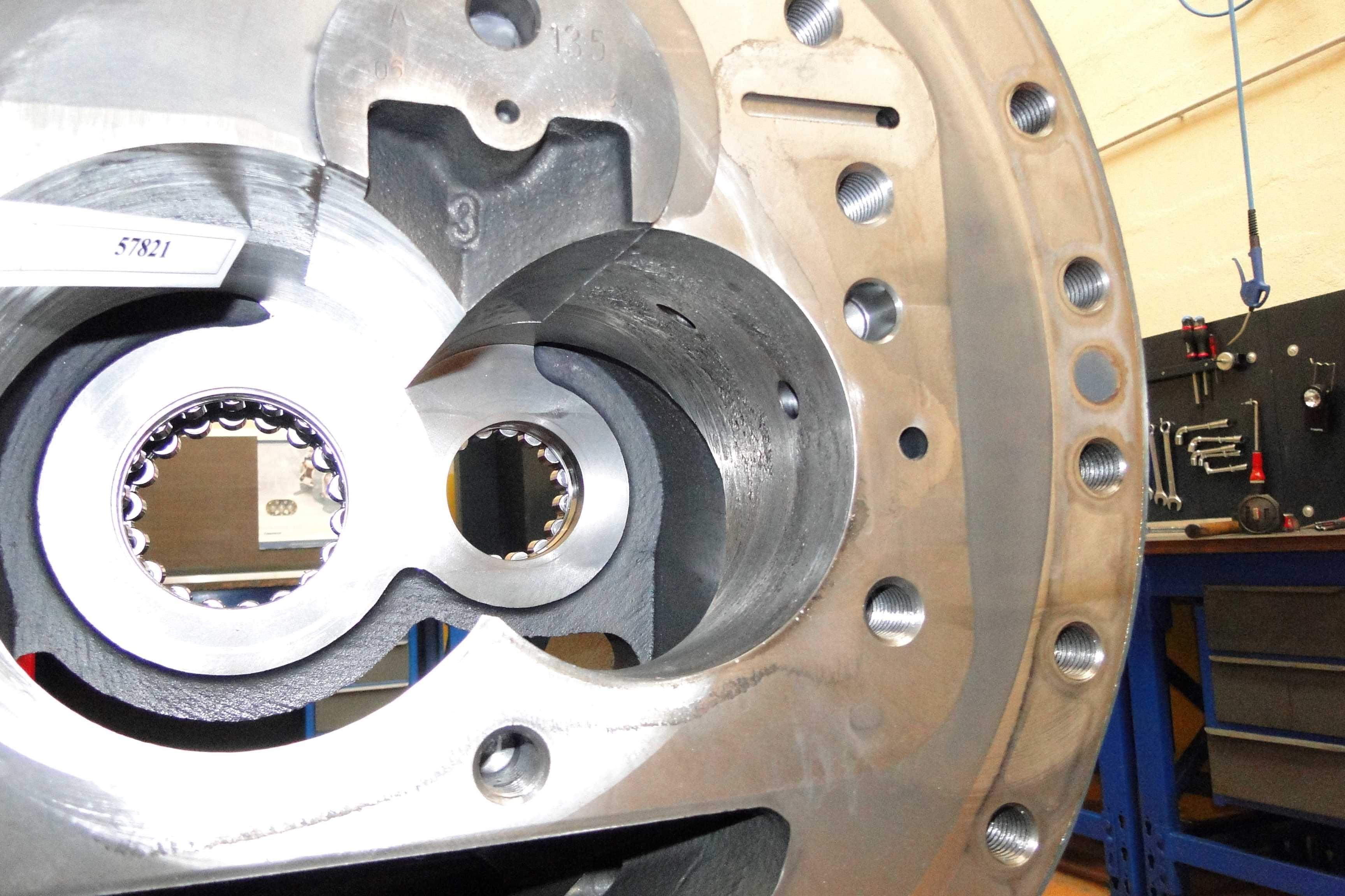 s Serrage mécanique d'un compresseur à vis par .JPG